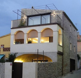 Rehabilitación e interiorismo de una casa de pueblo en Albons. Baix Empordà