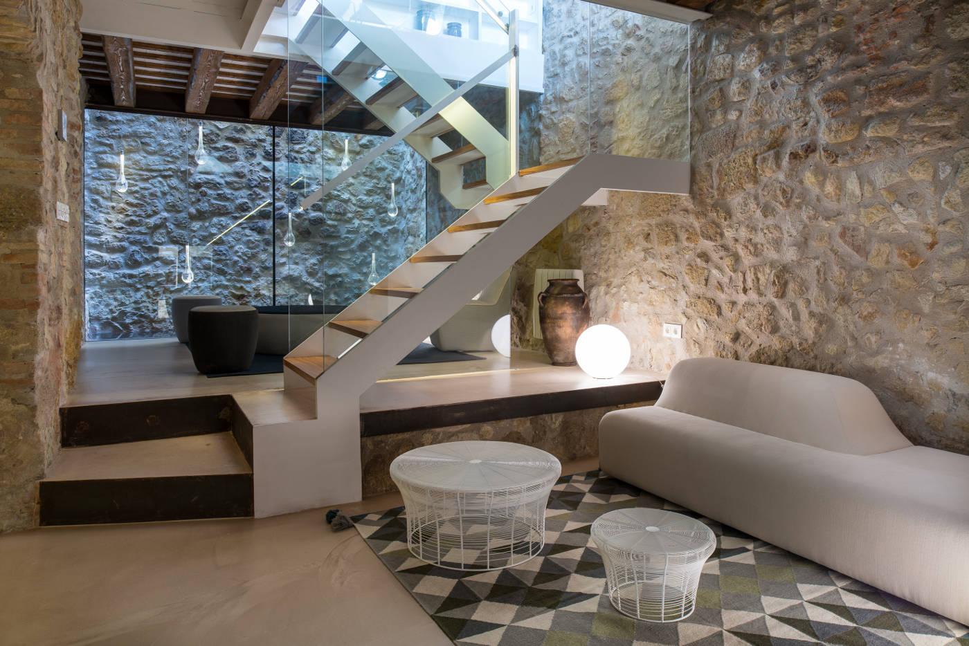 Interiorismo casas de pueblo gloria duran estudio de - Rehabilitacion de casas antiguas ...