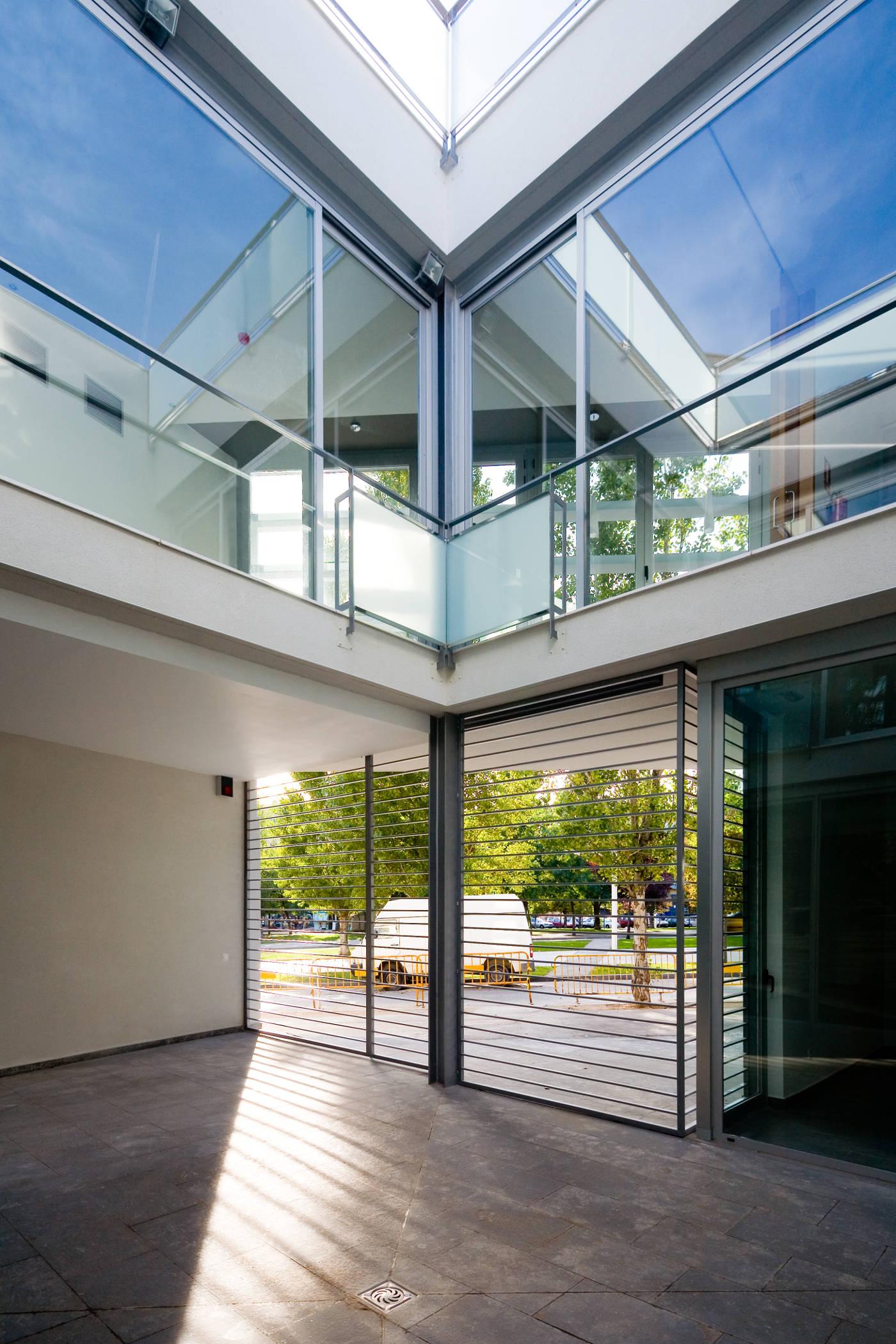 Dise o de edificios modernos gloria duran estudio de - Mas duran sant quirze del valles ...