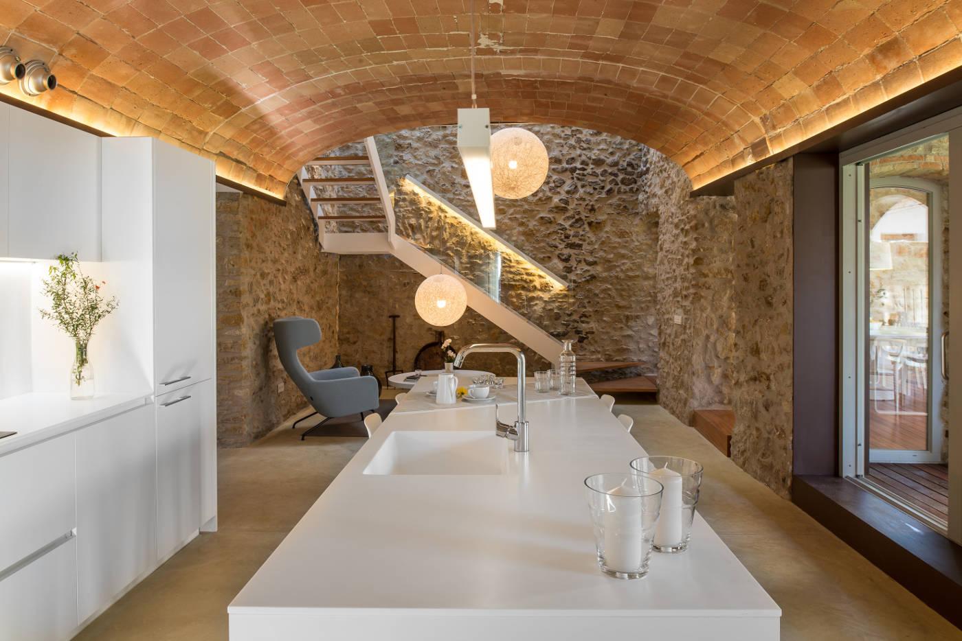 Rehabilitacion y reforma casas rusticas gloria duran for Escaleras interiores casas rusticas